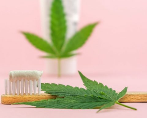 Cannabis toothpaste
